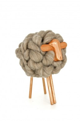 don carlos - yacana - mouton - bois -uruguay - handmade - fait main - décoration - déco - décoration d'intérieur - laine - natural - mérino