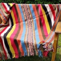plaid couverture péruvienne yacana multicolore lignes bleu