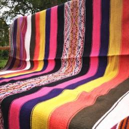 plaid couverture péruvienne yacana multicolore rose