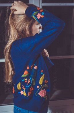bomber - blouson - jacket - alpaga - brodé - bleu - fleurs - handmade- handcrafted - éthique - gilet - veste - amazonia