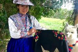 yacana paris - yacana - bomber - blouson - jacket - éthique - alpaga - brodé - noir - fleurs - handmade- handcrafted - éthique - gilet - pérou - communauté - amérique latine