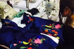 yacana paris - yacana - bomber - blouson - jacket - éthique - alpaga - brodé - bleu - fleurs - handmade- handcrafted - éthique - gilet - veste - atelier - confection - hugo