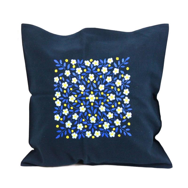 coussin bleu coton brodé à la main fleurs bleu amérique-latine
