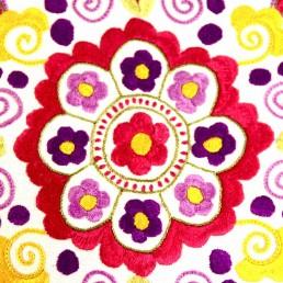 détail broderie main rosace rose amérique-latine