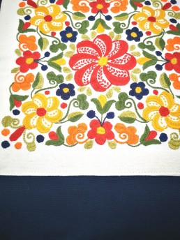 détail rosace automne coussin bleu yacana